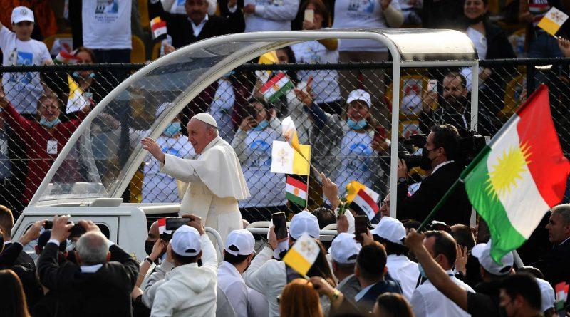 البابا في أربيل.. 10 آلاف مشارك في قداس كبير
