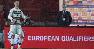 قبل صفارة النهاية.. رونالدو يغادر الملعب أمام المنتخب الصربي
